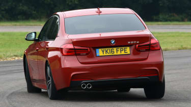 BMW 330e 2016 - rear cornering