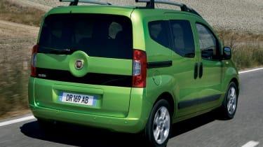 Fiat Qubo rear tracking