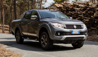Fiat Fullback pick-up - scene front quarter