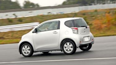 Toyota iQ EV rear tracking