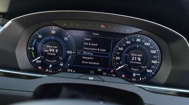 Volkswagen Passat GTE - speedo