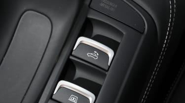 Audi R8 V10 Spyder roof buttons