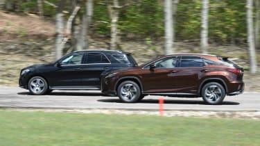 Mercedes GLE vs Lexus RX - action