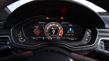 Audi RS 4 - dials