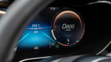 Mercedes C-Class Cabriolet - display