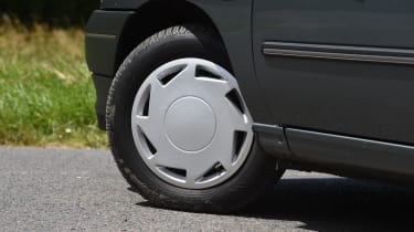 Renault Clio old vs new - Mk1 wheel