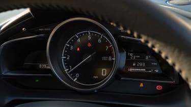 Mazda 2 - dials