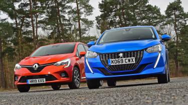 Peugeot 208 vs Renault Clio - front static