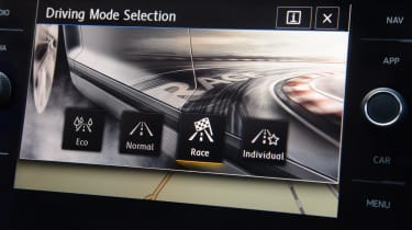 Mountune VW Golf R - screen