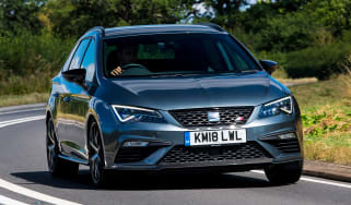 SEAT Leon ST Cupra 300 Carbon Edition - front