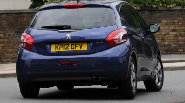 Peugeot 208 rear cornering