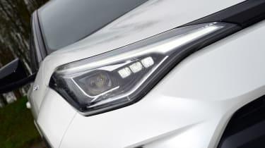 Toyota C-HR - front lights