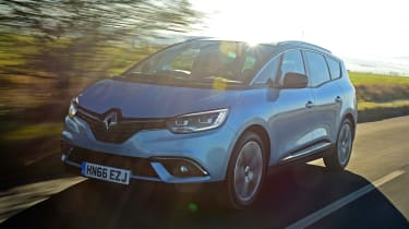 Renault Grand Scenic - front action