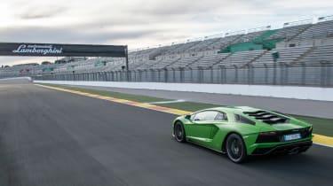 Lamborghini Aventador S - rear panning
