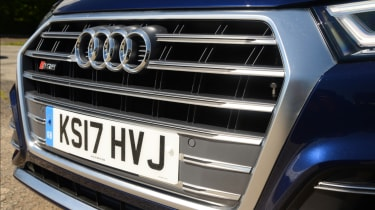 Audi SQ5 - front grille