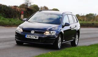 Volkswagen Golf Estate cornering