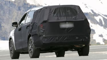 Kia Sorrento - spy shot - rear tracking