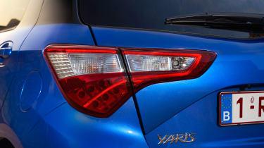 Toyota Yaris Hybrid Bi-Tone - rear light detail