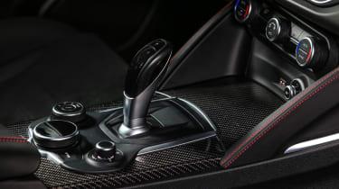 Alfa Romeo Stelvio Quadrifoglio  - gear lever
