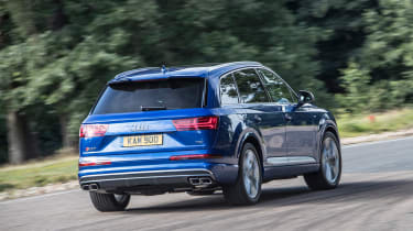 Audi SQ7 - rear cornering