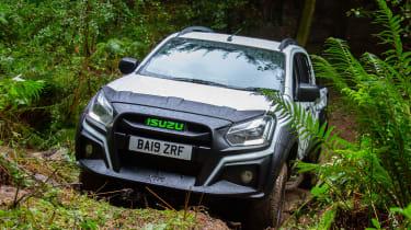 Isuzu D-Max XTR - front tracking off-road