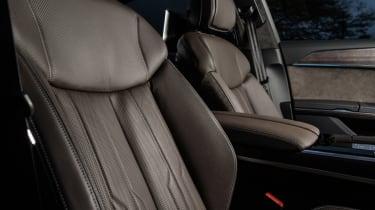 Audi A8 - front seats