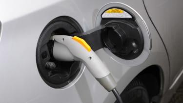 Toyota Prius plug-in 2013 plug