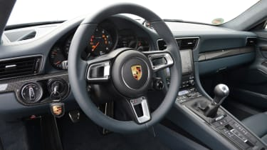 Porsche 911 Carrera 2015 dashboard