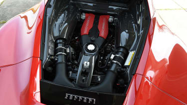 Ferrari 488 GTB 2016 - engine