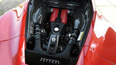 Ferrari 488 GTB 2016 - engine