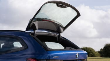 BMW 320d xDrive Touring - boot hatch