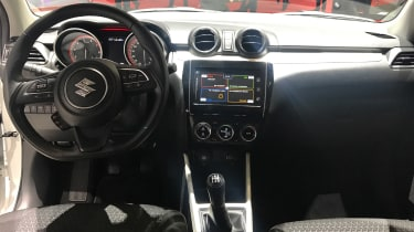 Suzuki Swift Geneva - dash