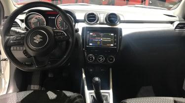 Suzuki Swift Geneva - dash