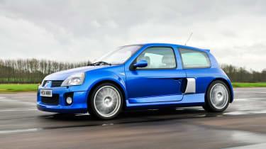 Clio V6 - side
