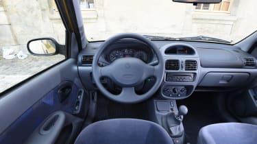Renault Clio old vs new - Mk2 interior