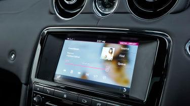 Jaguar XJ R-Sport 2015 screen