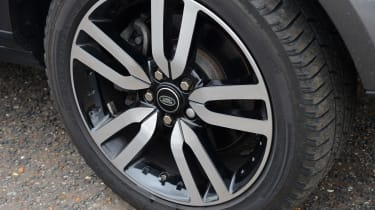 Land Rover Discovery wheel