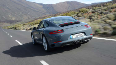 Porsche 911 Carrera 2015 rear tracking