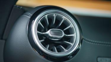 Mercedes E 400 d  Coupe - air vent