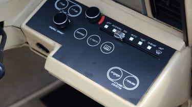 Aston Martin Lagonda - controls