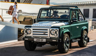 Overfinch Defender 90 -front