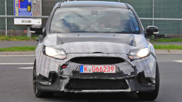 Ford Focus RS spy shot - grille