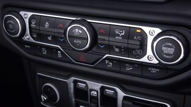 Jeep Wrangler - centre console