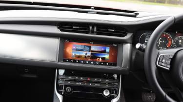 Jaguar XF 2017 - infotainment