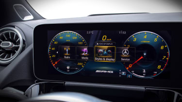 Mercedes GLA - screen