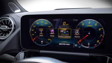 Mercedes GLA - screen