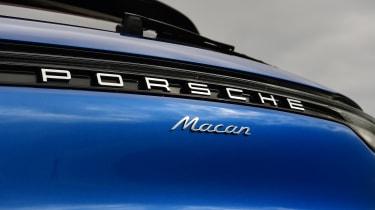 Porsche Macan - badge