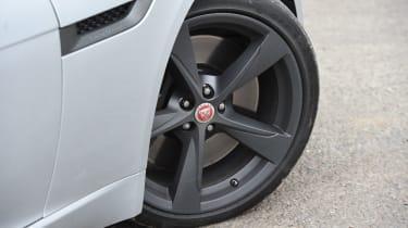 Jaguar F-Type 400 Sport - wheel