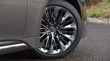 Lexus LS - wheel