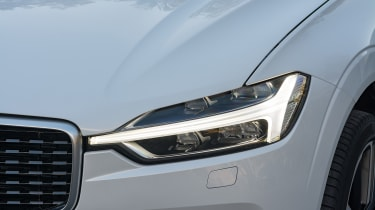 Volvo XC60 2017 - white headlight